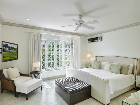 En suite guest bedroom with a King sized bed, air conditioning, ceiling fans and quality linen