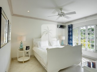 Guest bedroom with air conditioning, ceiling fans and en suite bathroom
