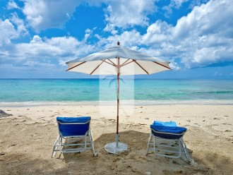 The quiet and almost private area of Gibbs beach with dedicated sun chairs and umbrellas
